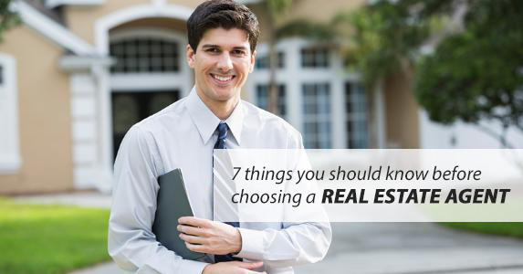 real-estate-agent-smiling-standing-outside-large-house_573x300-Copy